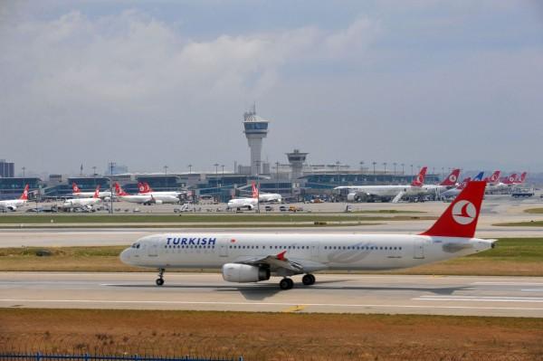 土耳其航空一架從伊斯坦堡飛往巴西聖保羅的客機,被發現機上有一張寫著「炸彈」的字條,緊急迫降於摩洛哥卡薩布蘭加。(法新社)