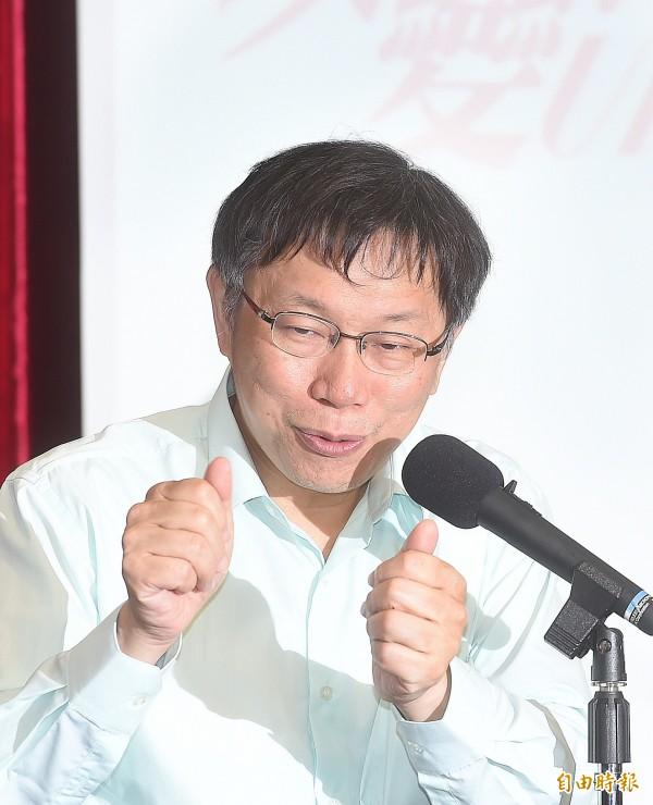 台北市長柯文哲今日出席市政會議記者會,對媒體記者提問做說明。(記者方賓照攝)