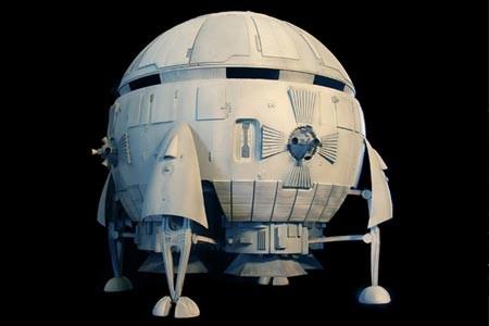 1968年的美國科幻電影《2001太空漫遊》中出現的太空船模型「Aries-1B」將在2017年重新亮相。(圖擷取自denofgeek.com)