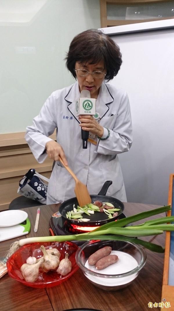 醫師建議要吃香腸可改變烹調或食用等方式,來降低致癌的風險。(記者湯世名攝)