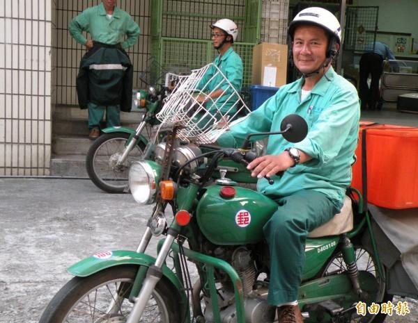 立法委員李鴻鈞指出,中華郵政員工去年加班總時數有121萬1889小時,其中約有109萬小時的加班時數是來自郵務人員,加班情形嚴重。(資料照,記者李容萍攝)