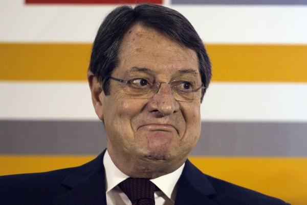 塞浦路斯總統Nicos Anastasiades表示,4月6日將完全解除2013年實施的所有資本管制措施。(彭博)