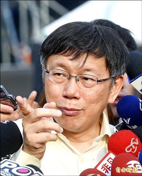 台北市長柯文哲昨被問及亞投行爭議時說,最大問題在於政府作重大決策,總統府、行政院長都應出面說明要怎麼做,不該鬼鬼祟祟。(記者方賓照攝)