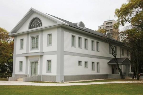 九州大學大學醫學部的歷史館在今天開幕,展示物還包括二戰末期,日軍用戰俘進行活體解剖實驗過程的相關資料。(擷取自《The Japan Times》)
