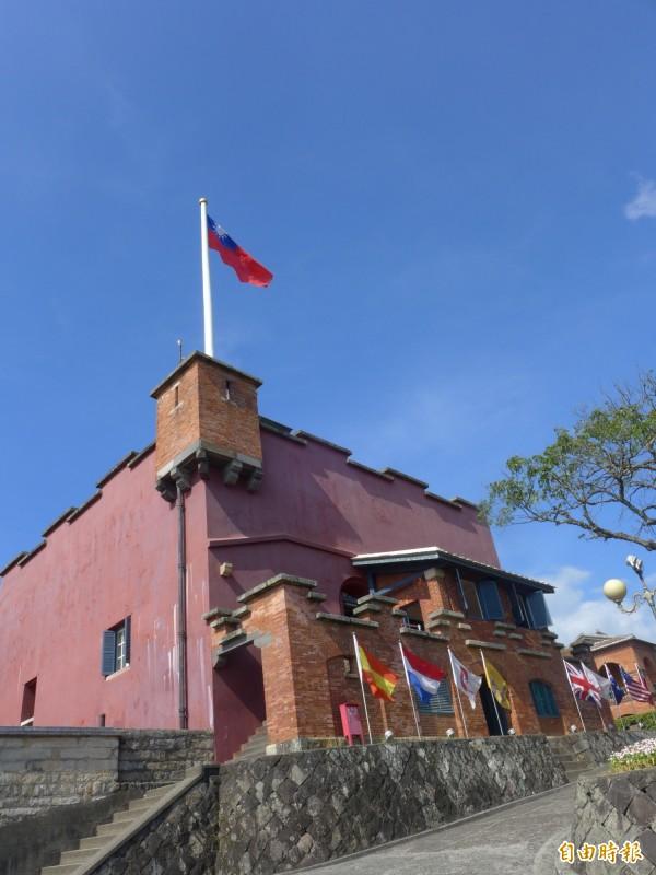 新北市立淡水古蹟博物館舉辦「淡水風雲-傳奇人物票選」,18位人物讓民眾一次認識。(記者李雅雯攝)