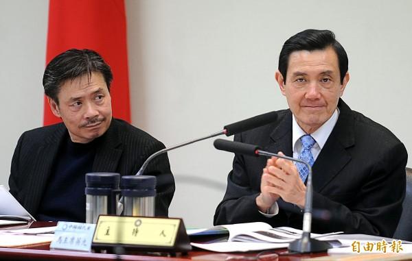 馬英九總統(右)核心幕僚金溥聰(左)本月4日偕全家人、攜帶超過8件大型行李赴日。(資料照,記者王敏為攝)