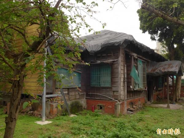 淡水台銀日式宿舍在2011年8月被公告為直轄市定古蹟,截至目前為止,尚未執行修復計畫。 (記者李雅雯攝)