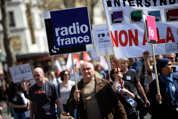 法國多個工會發動罷工遊行,民眾走上街頭抗議政府政策。(法新社)