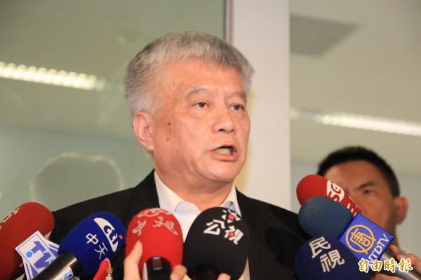 台北市捷運局副局長傅式治表示,北捷與台中市政府在交通維持計畫認知有差異,經過溝通,未來吊樑工作一律在夜間施工。(記者張菁雅攝)