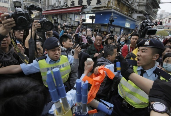 香港日前多次爆發反中國水貨客的抗議活動。(美聯社)