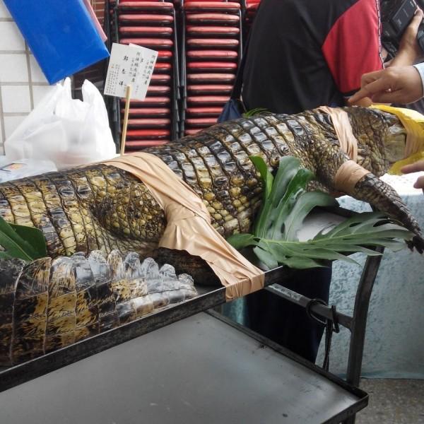 台灣廚師蕭宗隆以鱷魚大餐獲得「2015韓國亞洲名廚美食觀摩賽」團體組大獎。(圖擷取自蕭宗隆臉書/2014年4月26日上傳)
