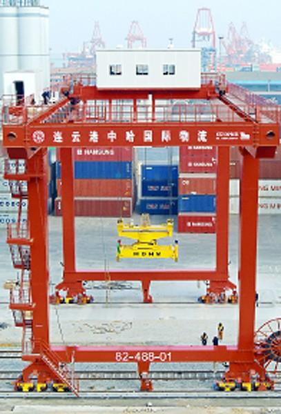 中國3月出口意外年減14.6%,首季GDP成長可能跌破7%。(法新社)