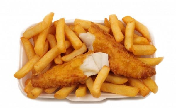 地球暖化造成海水溫度上升,專家預測將造成「炸魚薯條」原料的鱈魚、鰈魚減少。(圖擷取自alapizza.co.uk)