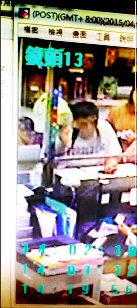 警方提供盜領王姓鄉民郵局的歹徒,呼籲大家指認。(記者廖淑玲翻攝)