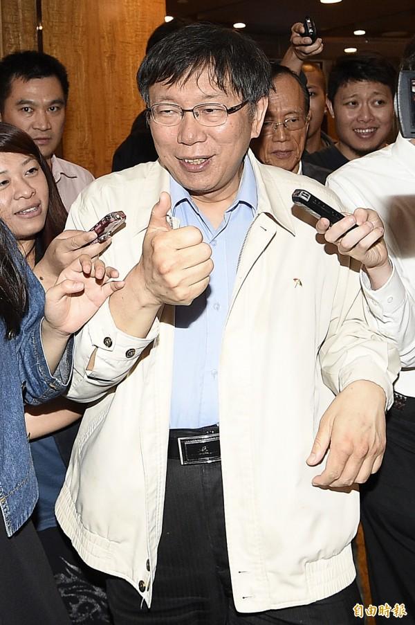 對台北市長柯文哲(見圖)今日指稱大巨蛋案讓馬英九總統「清廉招牌破功」,暗指當年馬市府圖利遠雄,總統府人士晚間嚴正駁斥。(記者陳志曲攝)