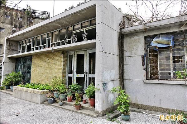 溪州鄉公所將把荒廢多年的「舊郵電局」活化,賦予老建物新生命。(記者劉曉欣攝)