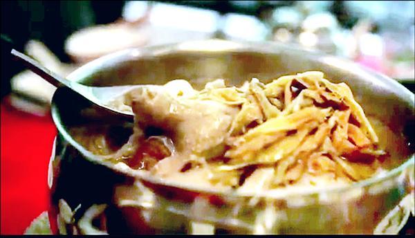 交通部的台灣旅遊宣傳「美食篇 」,有二分之一都是台南美食。圖為阿美砂鍋鴨。(擷自網路)