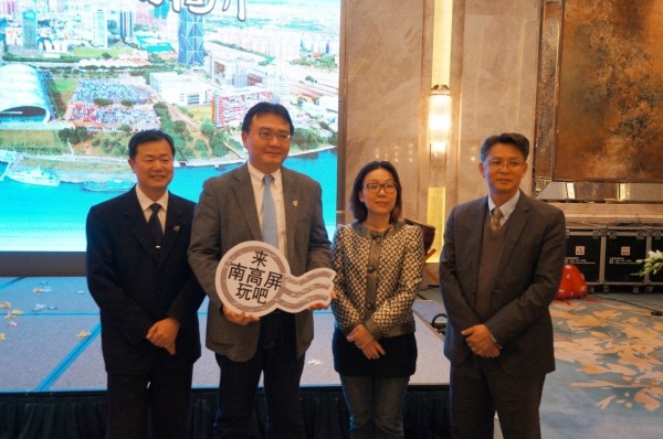 高市副市長許立明(左二)與南高屏三縣觀光首長,今造訪中國東北推銷台灣風光。(高市府提供)