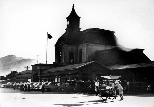 基隆早年火車站樣貌,曾被譽為最美麗的車站(鄭桑溪攝) 取得鄭桑溪家屬同意使用