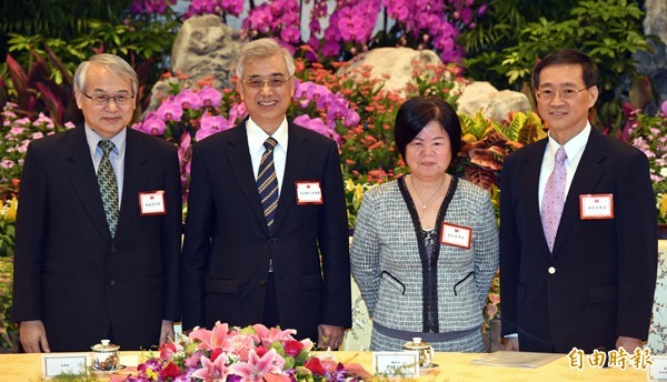 四位大法官被提名人蔡明誠(左起)、吳陳鐶、黃虹霞及林俊益昨日在總統府記者會後一起合影。(記者王敏為攝)