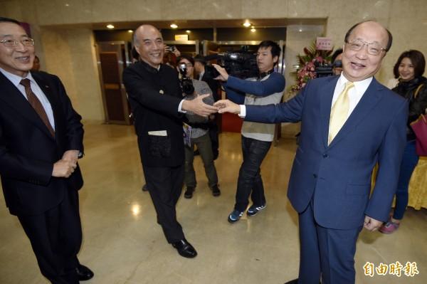 前台中市長胡志強25日應台灣民主基金會邀請,以「地方治理的經驗與傳承」發表演講。(記者叢昌瑾攝)