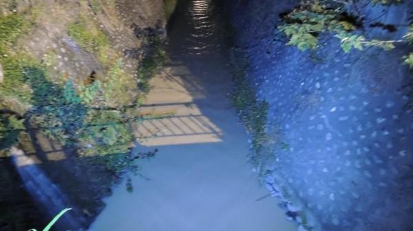 市民代表林威志昨晚獲報後到現場一看,也認為「一定是污水,因為太臭了」,聞久了還感到頭暈噁心想吐!(圖擷自林威志臉書)