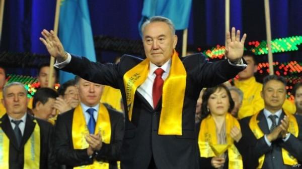 初步顯示,現任總統納扎爾巴耶夫壓倒性奪得97.5%選票。(法新社)