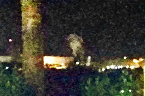 圖為目擊民眾拍下冒煙照片。(讀者提供,記者蔡宗憲翻攝)