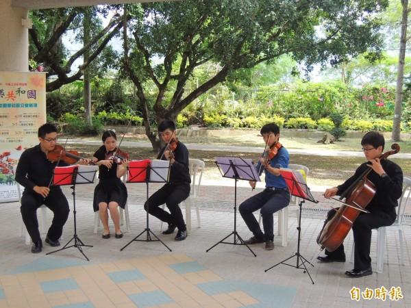 「Butterfly音樂共和國」巡演活動,今天於埔里鎮忠孝國小開跑。(記者佟振國攝)