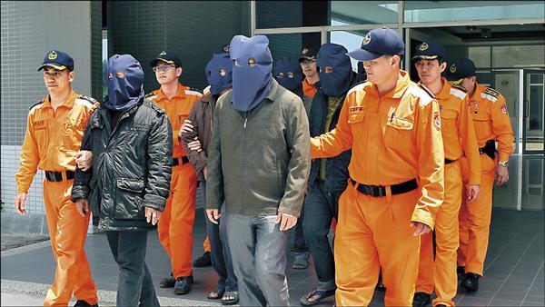 蘇姓船長等7被移送金門地檢署。(金門海巡隊提供)
