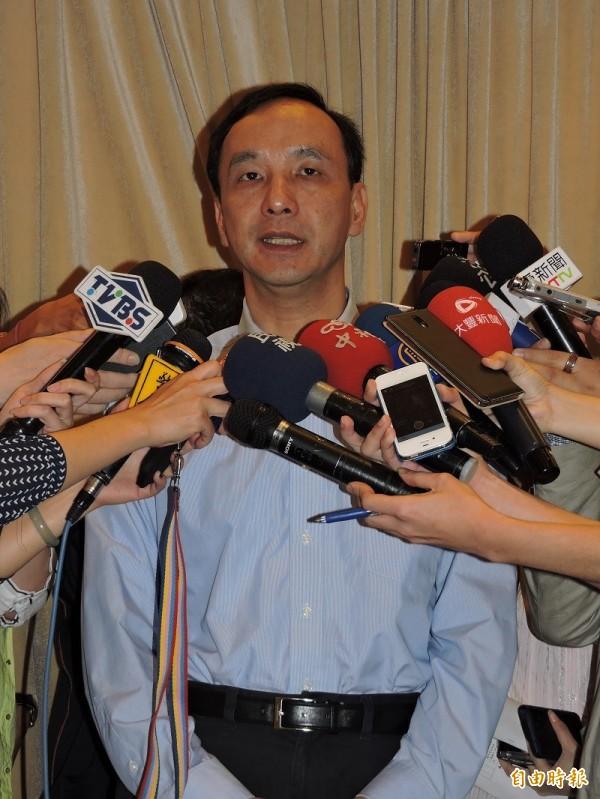 立委及市議會質疑國民黨主席、新北市長朱立倫赴中國參加朱習會違法,朱立倫回應,皆按相關規定申請。(記者賴筱桐攝)