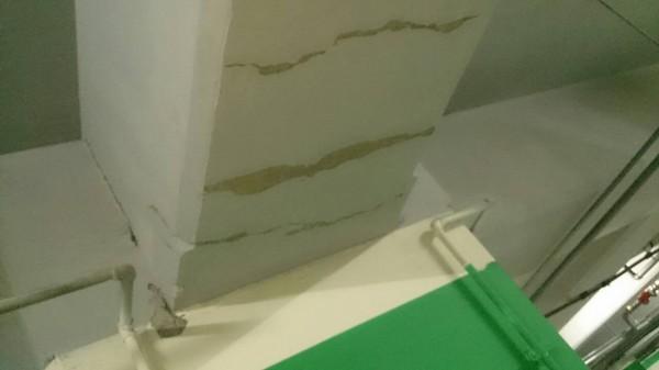 日勝生合宜宅樑柱出現許多裂縫。(圖擷取自臉書)