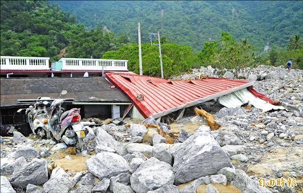蘇拉風災造成秀林鄉和中等部落重創。(資料照,記者游太郎攝)