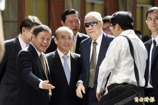 前總統李登輝、立法院長王金平等人,今日一同出席「台灣憲改藍圖會議」。(記者叢昌瑾攝)