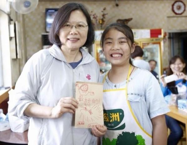 蔡英文今在臉書上透露,「路邊的小吃店是我的最愛」。(圖擷取自蔡英文臉書)