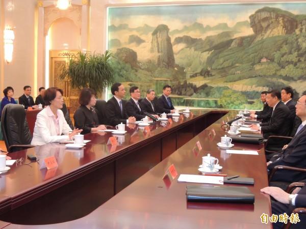 國民黨主席朱立倫4日與中共總書記習近平在中國北京人民大會堂會見,朱立倫首度提出九二共識是「同屬一中」。(記者彭顯鈞攝)