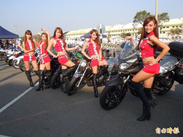 騎車載女朋友的行為在台灣司空見慣,但是印尼的亞齊省(Aceh )國會竟然通過法例,禁止未婚的男女同乘一輛機車,並指這種行為有違伊斯蘭教規。(情境照)