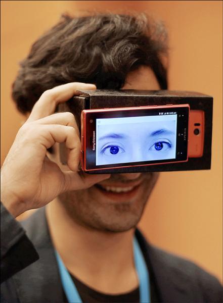 日本慶應義塾大學學生設計的「Truth?」護目鏡。(路透)