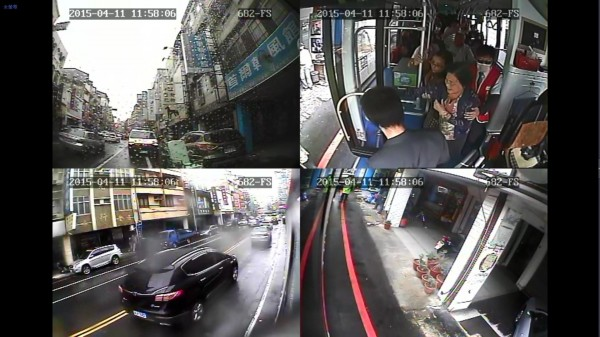 興南客運駕駛林勝豐熱心扶助乘客就醫的車上監視器錄影畫面(圖由交通局提供)。