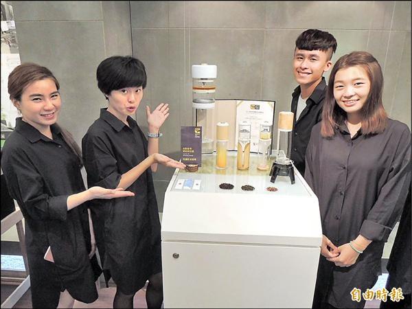 團隊發揮創意與實驗精神,設計出獨特泡茶器具作品「冉冉」。(記者林孟婷攝)