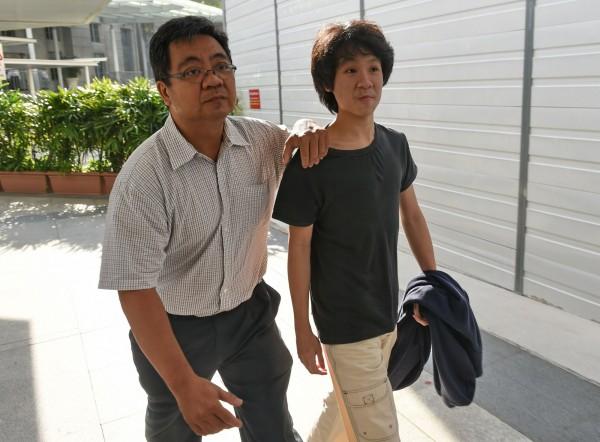新加坡16歲少年余澎杉今出庭應訊時,否認指控。(法新社)