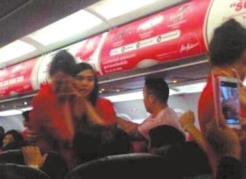中國情侶王聲、張艷大鬧亞航班機,最後導致班機折返曼谷。(圖取自網路)