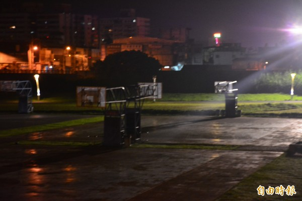 寧靜的宜蘭河濱公園籃球場,凌晨發生凶殺案,一少年被砍死。(記者游明金攝)