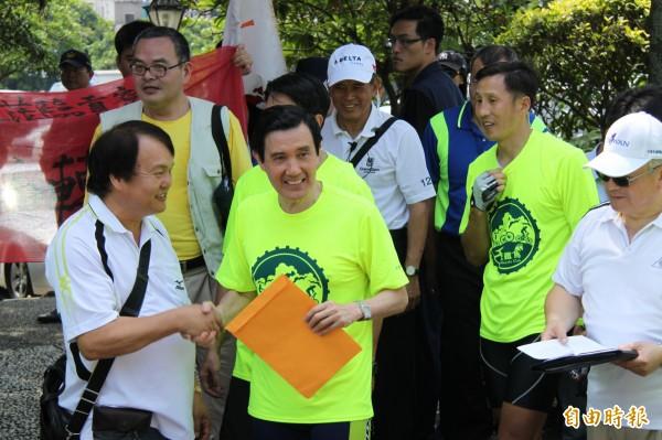 總統馬英九今天被被問到大巨蛋案時,僅連說兩次「依法行政」,不願對事件做正面回應。(記者林欣漢攝)