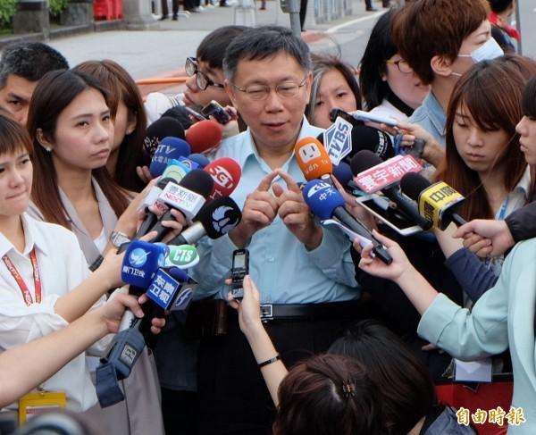 針對遠雄大巨蛋弊案,有人質疑廉委會是打手,台北市長柯文哲說,廉委會裡深藍到深綠的人都有,真的是獨立辦案。(記者盧姮倩攝)