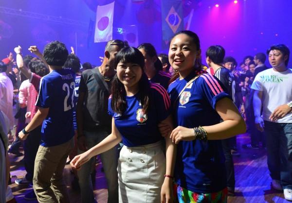 日本男子偏愛身高較矮女性,有3成男性希望女友身高在160公分以下。(法新社)
