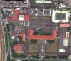 現在上谷歌地圖,空軍總部舊址的照片,變為清晰無碼照。此更改舉動,更創下世界首例。(擷取自翟本喬臉書)