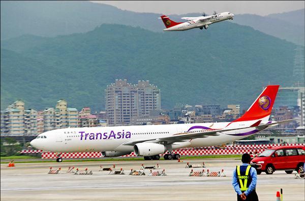 復興航空A330-300型客機昨降落日本新千歲機場後,因故障動彈不得。圖為同型班機。(中央社資料照)