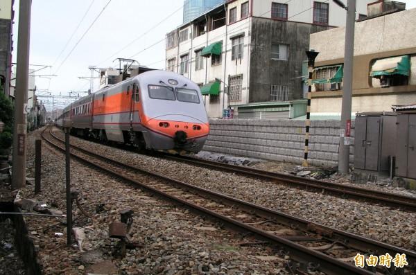 台南市鐵路地下化工程已核定6年,但迄今爭議未解,工程也受到延宕。(記者蔡文居攝)
