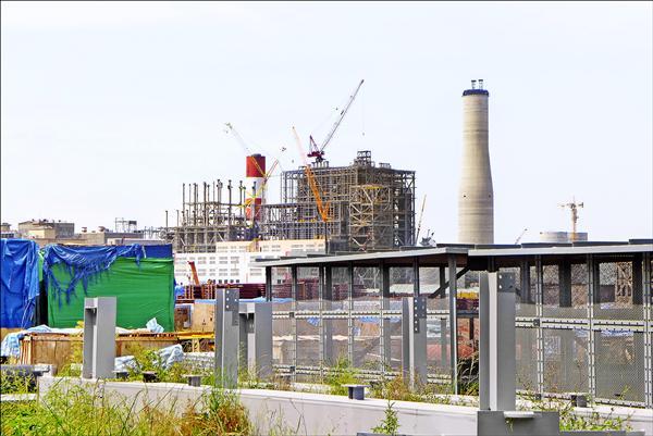 林口發電廠新機組原本預計明年一月啟用,現在要拖到七月才能商轉。(資料照)